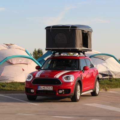 Test MINI Countryman so strešným stanom: Luxusná stanovačka